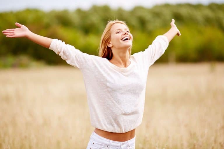 Mujer feliz y sana