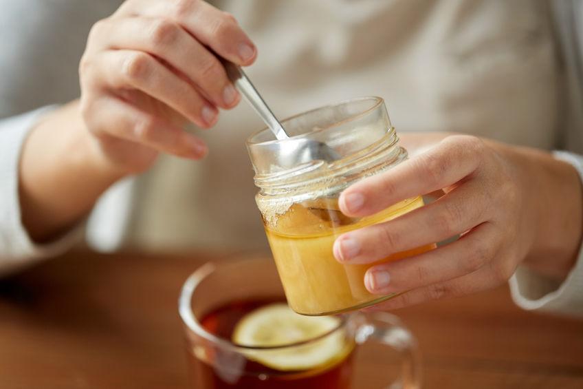 sirviendo miel