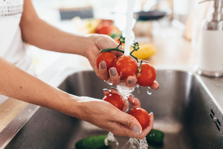 Lavando alimentos